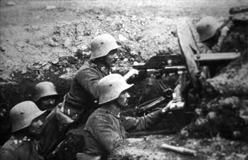 Soldiers with machine gun