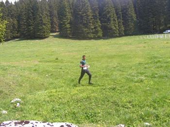 Atleta di orienteering in attività