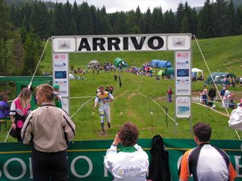 Atleti di orienteering al termine di una gara