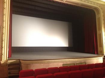 Il palco del Cinema Lux